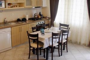 Thera Homes 13, Apartments  Oludeniz - big - 8