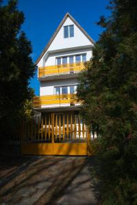 Tóparti Ház