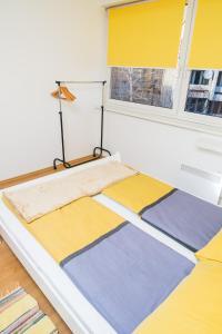Studio Apartment Yellow - фото 15