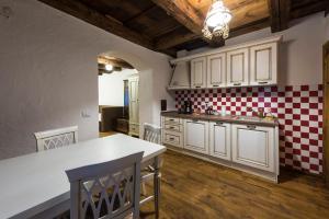 Casa Veche, Aparthotely  Brašov - big - 77