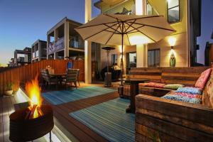 Lakeside Deck House