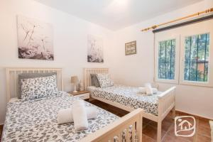 Abahana Villas Lirios, Vily  Pedramala - big - 2