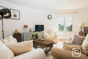 Abahana Villas Lirios, Vily  Pedramala - big - 6