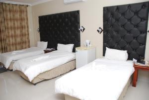 Hotel Galaxy, Отели  Ongwediva - big - 27
