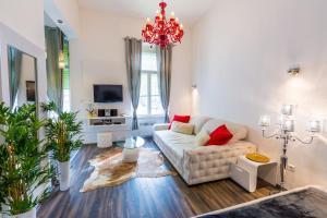 Vörösmarty Square Luxury Apartment