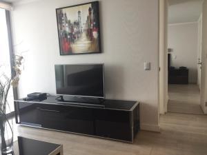 Apartamento Parque Arauco Kennedy, Апартаменты  Сантьяго - big - 8
