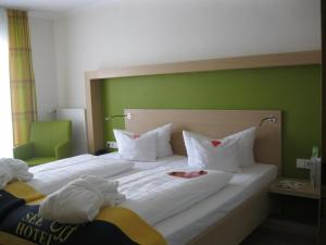 Double Room to the side with lake view