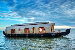 Aqua Castle Houseboat - by Aqua Jumbo Houseboats
