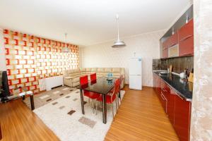 2 rooms Dostyk 5 Apatment, Apartmány  Astana - big - 1