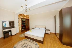 2 rooms Dostyk 5 Apatment, Apartments  Astana - big - 4