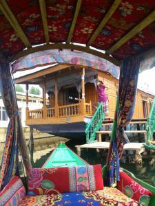 City Of Kashmir, Отели  Сринагар - big - 31