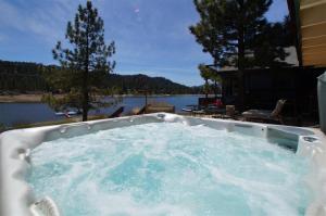 Boulder Bay Lakefront Cabin