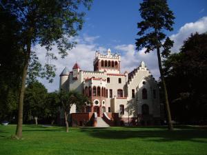 Zamek von Treskov, Отели  Strykowo - big - 2