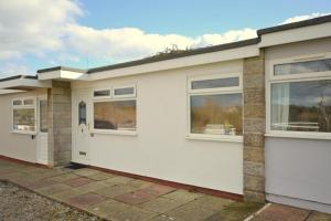 83 Sandown Bay Holiday Centre, Chalets  Sandown - big - 1