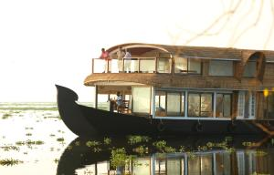 Review In My Place Houseboats