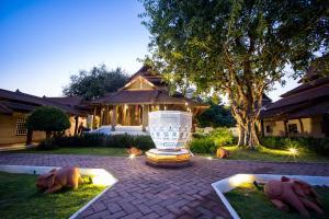 Rawee Waree Luxury Hotel