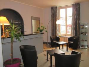 Logis Hostellerie Du Cheval Blanc, Szállodák  Sainte-Maure-de-Touraine - big - 23