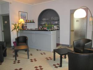 Logis Hostellerie Du Cheval Blanc, Szállodák  Sainte-Maure-de-Touraine - big - 24