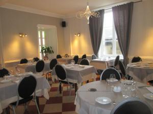 Logis Hostellerie Du Cheval Blanc, Szállodák  Sainte-Maure-de-Touraine - big - 20