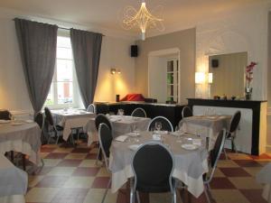 Logis Hostellerie Du Cheval Blanc, Szállodák  Sainte-Maure-de-Touraine - big - 22