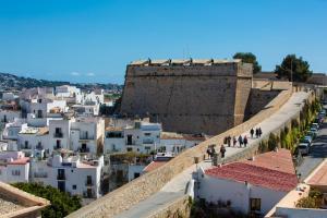 Apartamentos Xereca - Dalt Vila III, Case vacanze  Ibiza città - big - 4