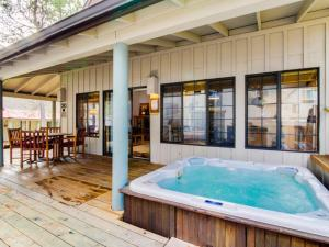 #30 Circle Four Cabin, Holiday homes  Sunriver - big - 1