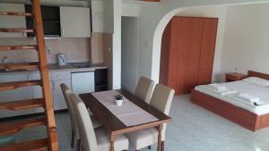 Apartmani Ivanovic, Ferienwohnungen  Petrovac na Moru - big - 2