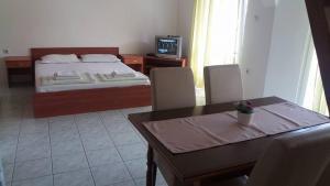 Apartmani Ivanovic, Ferienwohnungen  Petrovac na Moru - big - 3