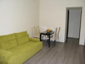 Apartment on Lanzheronivska 19