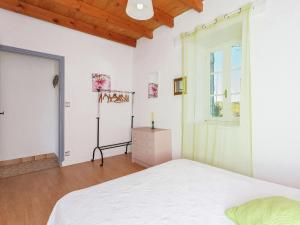 St Caprais, Holiday homes  Villefranche-du-Périgord - big - 12