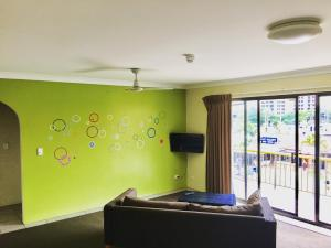 Surfers Paradise Backpackers Resort - Gold Coast, Queensland, Australia