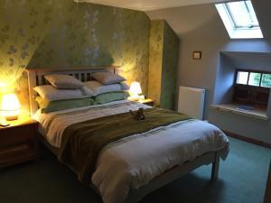 Lodge at Lochside, Bed & Breakfasts  Bridgend of Lintrathen - big - 5