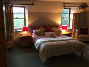 Lodge at Lochside, Bed and Breakfasts  Bridgend of Lintrathen - big - 2