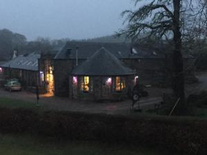 Lodge at Lochside, Bed and Breakfasts  Bridgend of Lintrathen - big - 15