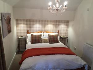 Lodge at Lochside, Bed and Breakfasts  Bridgend of Lintrathen - big - 5