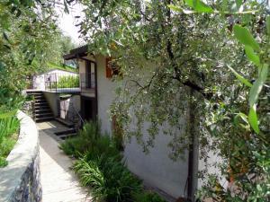 Apartment Belvedere 2, Appartamenti  Marone - big - 30