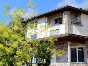 Apartment Belvedere 2, Appartamenti  Marone - big - 29