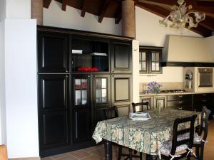 Apartment Belvedere 2, Appartamenti  Marone - big - 8