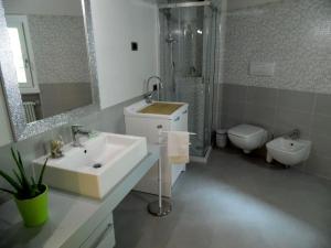 Apartment Belvedere 2, Appartamenti  Marone - big - 26