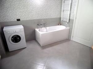 Apartment Belvedere 2, Appartamenti  Marone - big - 25