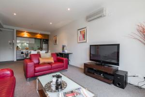 St Kilda Stays - Holiday Apartment at Vibe - St Kilda, Victoria, Australia