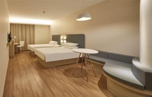 Hanting Hotel Suide Fuzhou Square, Hotely  Yulin - big - 1