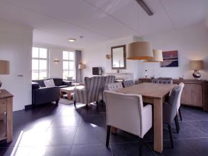 Holiday home Charming Beveland III, Ferienhäuser  Colijnsplaat - big - 24