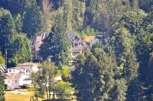 Nature's Door Bed & Breakfast, Bed & Breakfast  Port Moody - big - 24