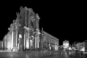 Baroque Charme House, Apartments  Noto - big - 12