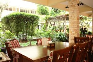 Feung Nakorn Balcony Rooms and Cafe, Отели  Бангкок - big - 94