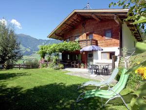 Wasserfall, Ferienhäuser  Hart im Zillertal - big - 1