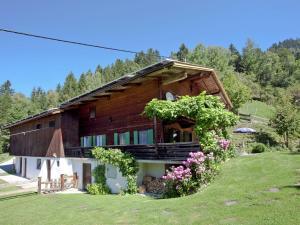 Wasserfall, Ferienhäuser  Hart im Zillertal - big - 36