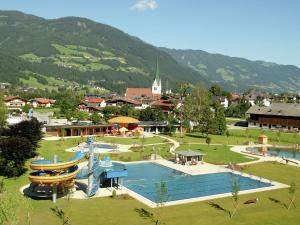 Wasserfall, Ferienhäuser  Hart im Zillertal - big - 8
