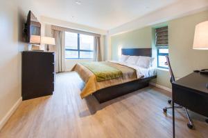 Comfort Inn & Suites - Kew Gardens near La Guardia Airport